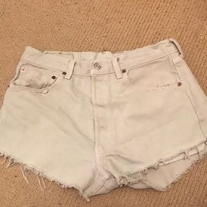 urban outfitters levi's jean shorts